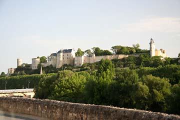 langgezogene Burganlage Schloß Chinon