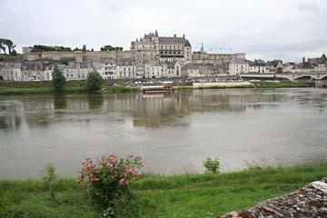 Blick auf Amboise mit Schloß Amboise an der Loire