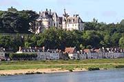 Blick über die Loire zum Schloß Chaumont Sur Loire