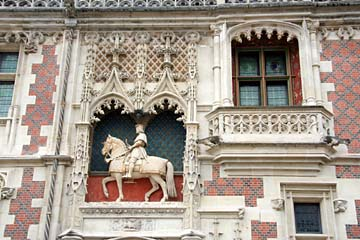 Pferd mit Ludwig XII an der Fassade am Schloß Blois in Blois