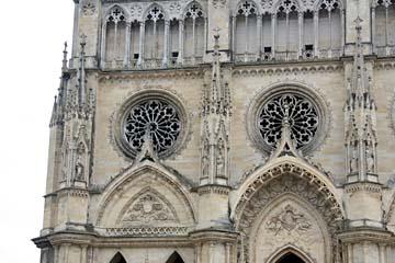 Fassade bei der Kathedrale Ste-Croix in Orleans