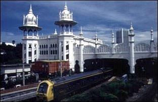 die koloniale Railway Station von Kuala Lumpur, Malaysia