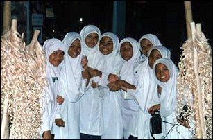 eine Schulklasse im Nationalmuseum, Kuala Lumpur, Malaysia
