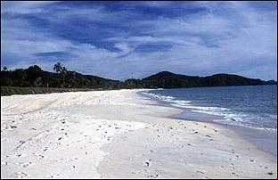am schönen Pantai Tenagh auf Langkawi, Malaysia
