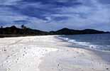 Der Strand Pantai Tenagh auf der Inselgruppe Langkawi