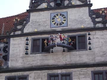 Dr.-Eisenbart-Glockenspiel am Rathaus in Hann. Münden,