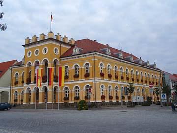 Neustrelitz, Rathaus am Marktplatz