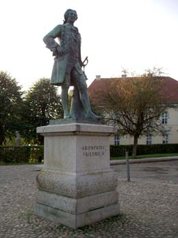 """Rheinsberg, Gedenkstein """"Kronprinz Friedrich"""" (Friedr.d.Große)"""