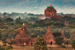 Pagoden über den Baumwipfeln von Bagan vom Ballon gesehen
