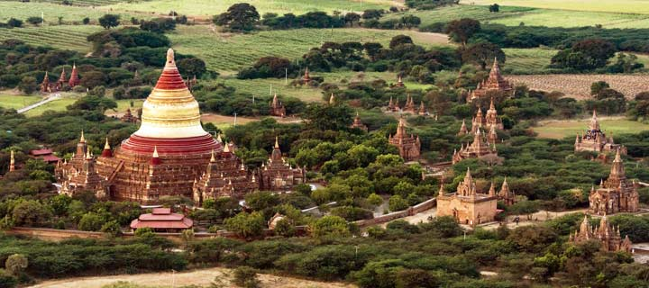 Panorama der Dhammayazika-Pagode bei der Vorbeifahrt mit dem Ballon