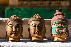 Burmesische Masken an den Tempeln der historischen Stadt Ava