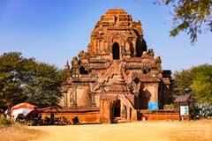 Eine beeindruckende alte Pagode in der Tempelanlage von Bagan in Myanmar