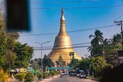 Das weithin sichtbare Wahrzeichen von Bago ist die Shwemawdaw Pagode