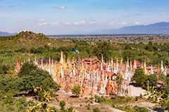 Der In-Dein Pagodenwald am Inle-See in Myanmar