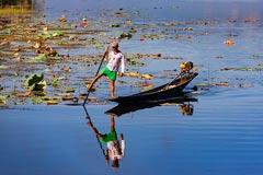 Ein Einbein-Ruderer auf dem Inle-See