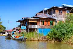 Typische Stelzenhäuser am Inle-See in Myanmar