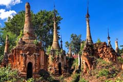Alte Stupas in den In-Dein-Pagoden am Inle-See in Myanmar