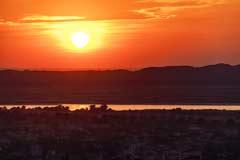 Der Ausblick auf Mandalay und den Irrawaddy bei Sonnenuntergang von der Sutaungpyei-Pagode