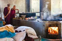 Die Großküche des Mahagandhayon Klosters in Mandalay