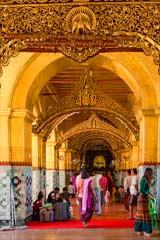 Der goldene Tempel der Mahamuni-Pagode in Mandalay