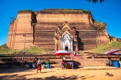 Die unvollendete Mingun-Pagode in Mingun bei Mandalay