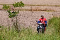 Auf dem Land wird mit dem Motorrad auch über Land gefahren