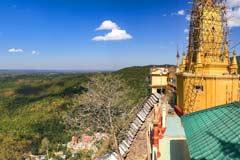 Die Aussicht von der Taung-Pagode am Mt. Popa in Myanmar