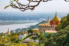 Pagoden und Aussicht auf dem Sagaing Hill in Burma