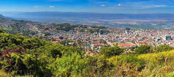 Panorama und tolle Aussicht von der Shwe Phone Pwint Pagode im burmesischen Taunggyi