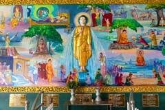 Gemälde des Lebens Buddhas im Chaukhtatgyi Tempel in Yangon