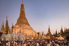 Die Shwedagon Pagode in der Hauptstadt Yangon