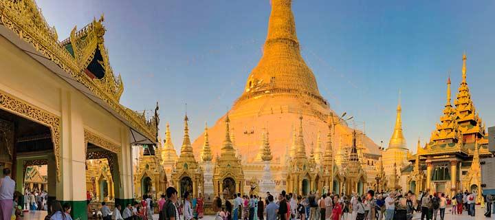 Panorama der überwältigenden Shwedagon Pagode in der Metropole Yangon