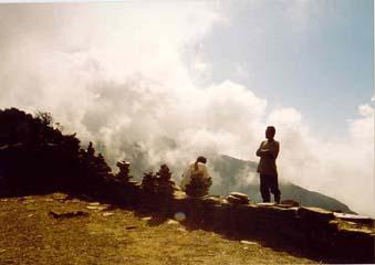 Lichtender Nebel auf dem Deorali Pass, Annapurna, Nepal