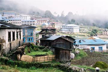 Blick vom Panoramic Hotel auf Lukla, Everest-Region, Nepal