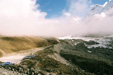 Blick auf Gorak Shep und den Khumbu Gletscher, Everest-Region, Nepal