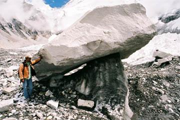 Stein- und Eisformationen im Khumbu-Gletscher, Everest-Region, Nepal