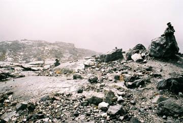 Schneeregen und Nebel auf dem Cho La Pass, Everest-Region, Nepal