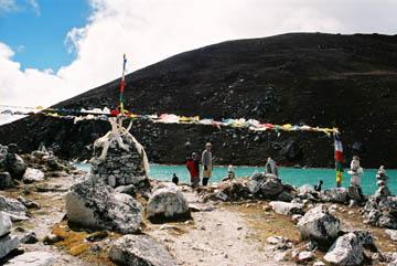 Weg entlang des Sees Dudh Pokhari bei Gokyo, Everest-Region, Nepal