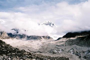 Ngozumpa-Gletscher bei Gokyo, Everest-Region, Nepal