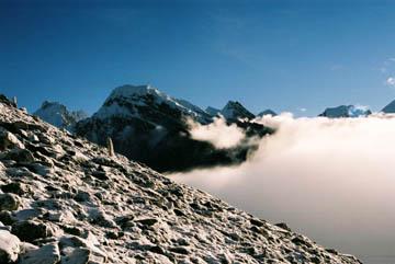 Sonnenaufgang auf dem Weg zum Gipfel des Gokyo Ri, Everest-Region, Nepal