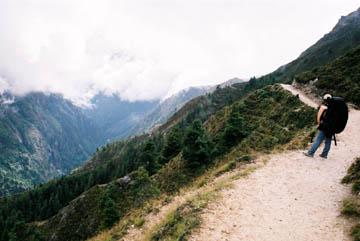 Tiefe Taleinschnitte auf dem Weg nach Namche Bazar, Everest-Region, Nepal