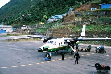 Vorbereitung zum Abflug in Lukla, Everest-Region, Nepal