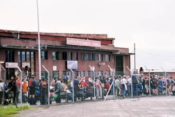 Menschenschlangen am Domestic Airport in Kathmandu, Nepal