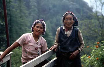 Generationen von Frauen in Nepal