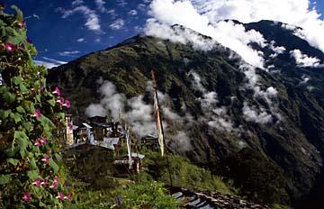 Aussicht von Tholu Syabru auf dem Langtang Trek in Nepal
