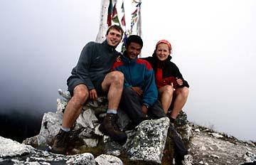 Am Gipfelkreuz des Kyanjin Peak, Nepal