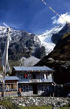 Gletscher hinter Kyanjin Gompa im Langtang Trekking Gebiet