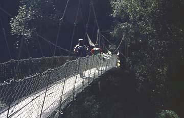 Hngebrücke über den Langtang River