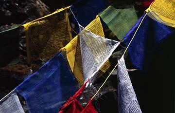 Gebetsfahnen auf dem Weg zu den Seen von Gosainkund, Nepal