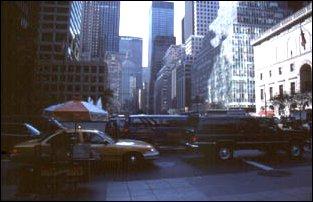 der Verkehr an der 45. Strasse in New York